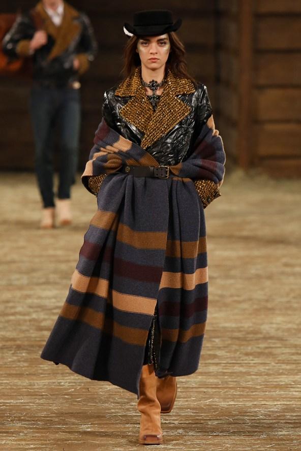 Chanel 007 2000 592x888 Kristen Stewart si zahrá kovbojku v štýle Chanel