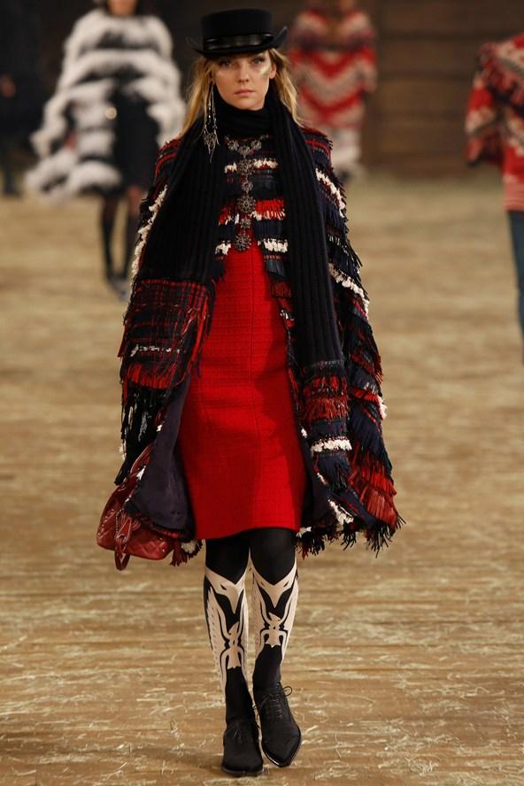 Chanel 039 2000 592x888 Kristen Stewart si zahrá kovbojku v štýle Chanel
