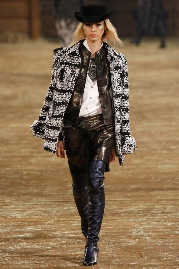 Chanel 044 2000 592x888 Kristen Stewart si zahrá kovbojku v štýle Chanel