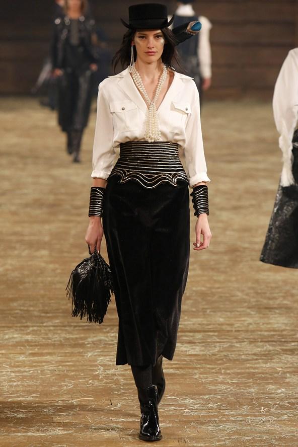Chanel 071 2000 592x888 Kristen Stewart si zahrá kovbojku v štýle Chanel