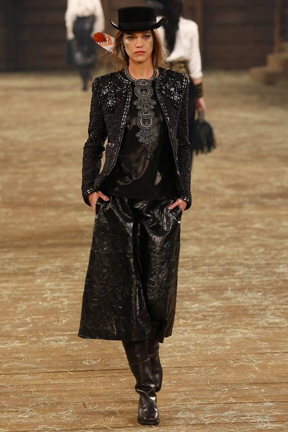 Chanel 072 2000 592x888 Kristen Stewart si zahrá kovbojku v štýle Chanel
