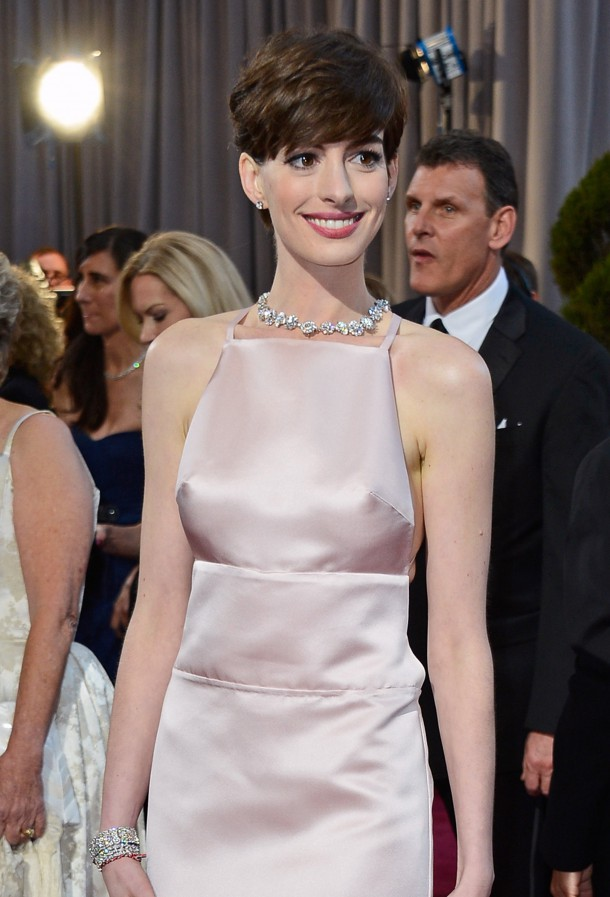 Anne Hathaway at the 2007 Oscars  Anne Hathaway video