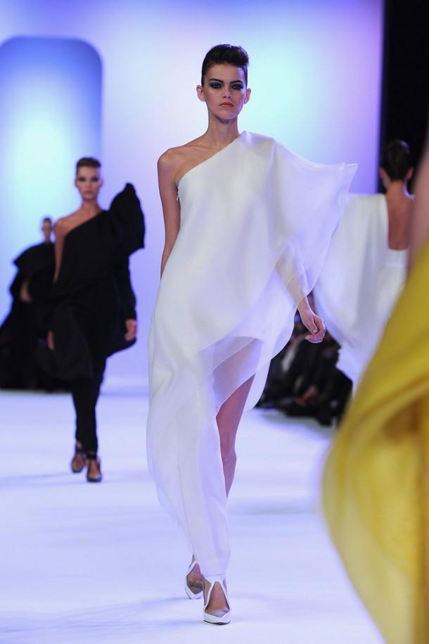 Paris Haute Couture spring2014 Stephane Rolland Kamila Hansen2 610x915 Haute Couture šaty, ktoré chceme vidieť na Oskaroch