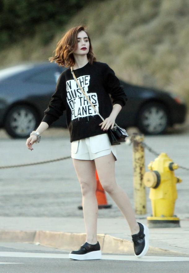 Lily Collins 902 610x884 Najlepšie a najhoršie outfity týždňa