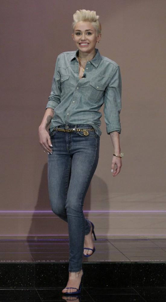 Miley Cyrus 10 550x1000 Najlepšie a najhoršie outfity týždňa