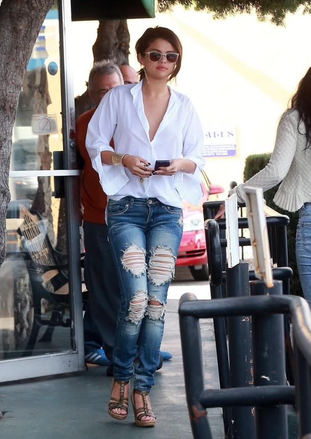 Selena Gomez 4 610x860 Najlepšie a najhoršie outfity týždňa