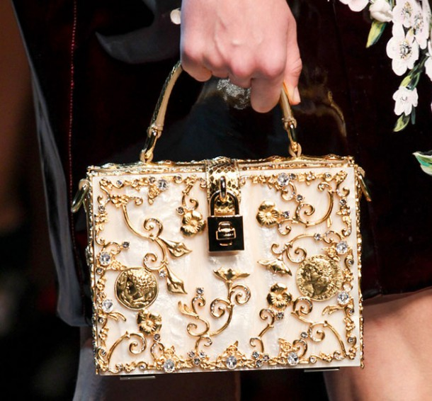 Dolce Gabbana Spring 2014 Handbags 10 610x566 Najzaujímavejšie kabelky z jesenných kolekcií 2014