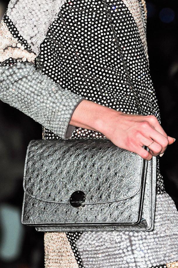 Marc Jacobs Fall 2014 610x915 Najzaujímavejšie kabelky z jesenných kolekcií 2014