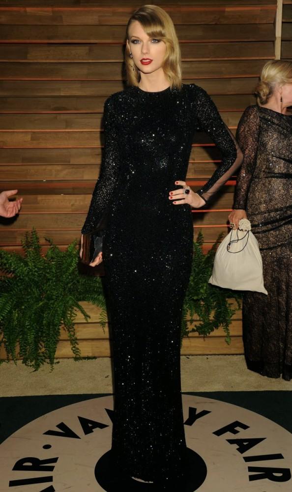 Taylor Swift Oscar 2014 Vanity Fair Party 02 594x1000 Najlepšie a najhoršie outfity týždňa /Oscary 2014/