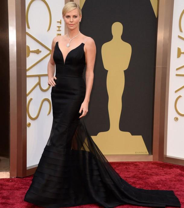 charlize 610x691 Najlepšie a najhoršie outfity týždňa /Oscary 2014/