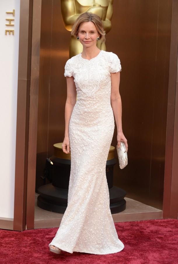 oscar 2014 alfombra roja peor vestidas calista flockhart 610x901 Najlepšie a najhoršie outfity týždňa /Oscary 2014/
