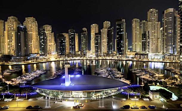 Dubai by night 610x372 STAJL TIP: Dovolenka so štýlom