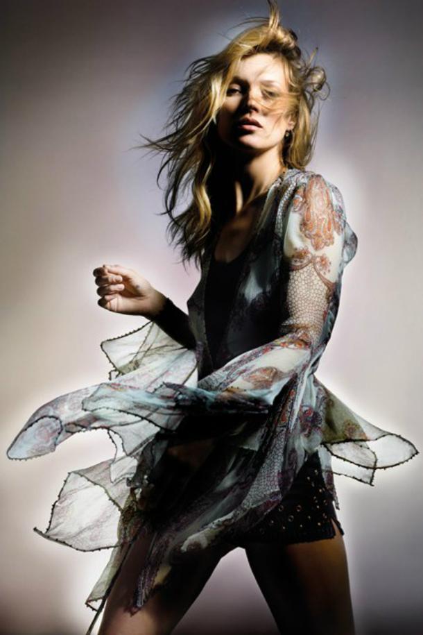 kate moss for topshop spring summer 2014 campaign 2 vogue 8april14 pr 426x639 Kate Moss a jej nová kolekcia pre Topshop