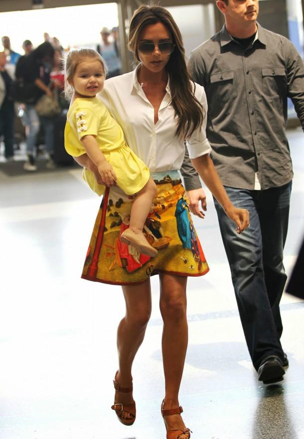 victoria beckham lax style fashion carven skirt chloe wedges 1 610x882 Victoria Beckham: Od Posh Spice k móde