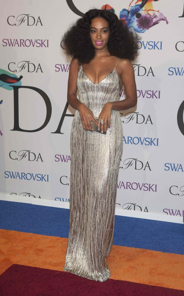 solange knowles at cfda fashion awards in new york 1 1 610x978 CFDA Fashion Awards 2014