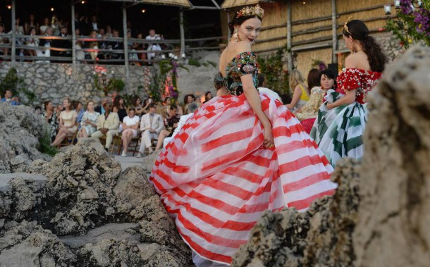 FAS1645 610x379 Dolce & Gabbana: Haute Couture na slnečnom ostrove Capri