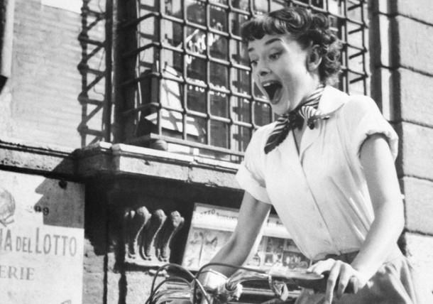 audrey shirt2 610x428 Päť klasických Audrey Hepburn kúskov, ktoré váš šatník potrebuje