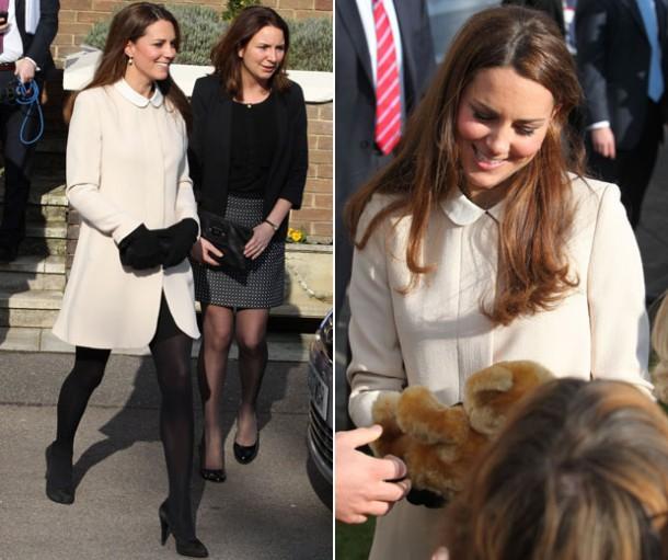 kate middleton topshop 2 610x511 Tehotenský šatník Kate Middleton