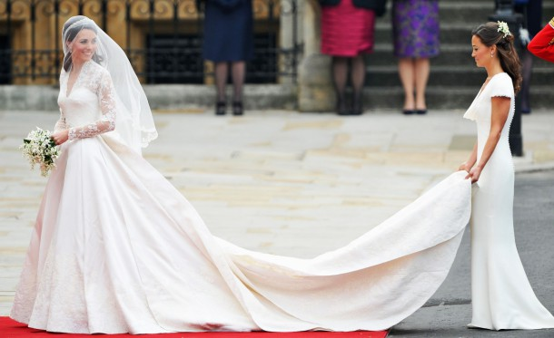 kate middleton wedding dress 610x373 Michelle Obama vs. Vojvodkyňa z Cambridge