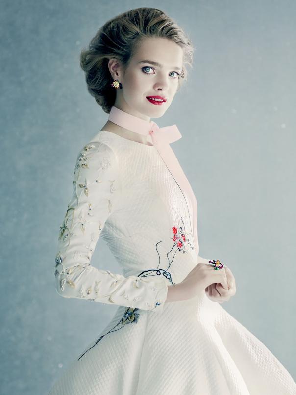 natalia vodianova by paolo roversi for vogue russia december 20141 To najkrajšie z vianočných módnych editorálov