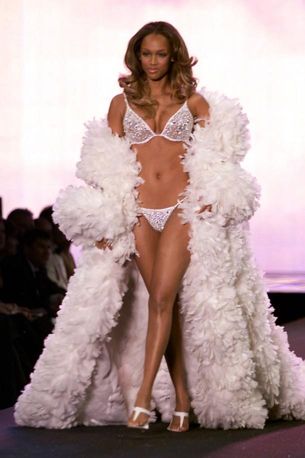 hbz VS Fashion Show 2000 lg 610x915 Throwback Thursday: Victoria´s Secret