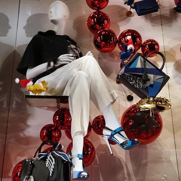 tumblr ngfnjjG1KU1s28dhuo1 1280 610x610 Vianočná kolekcia kabeliek Fendi  : QuTweet