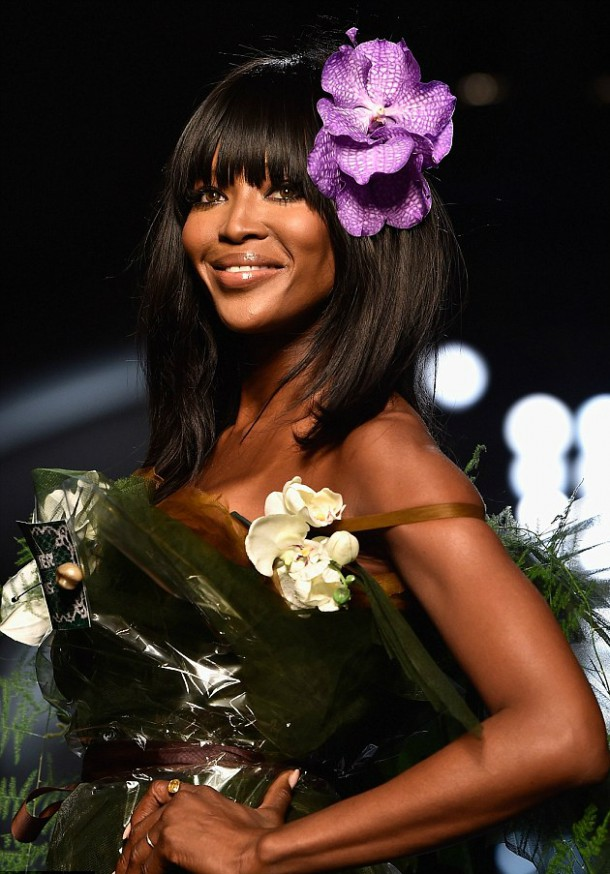 2525003100000578 2930113 Timeless Naomi looked glowing as she sashayed down the catwalk m 14 14224662505942 610x874 Naomi Campbell: Topmodelky vs. Instagirls