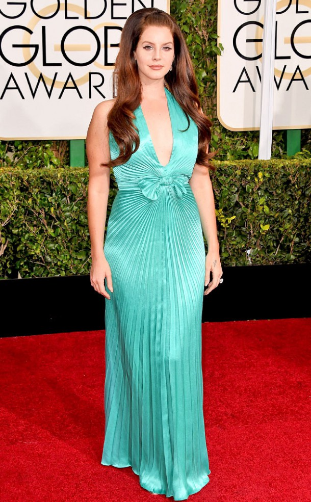 rs 634x1024 150111151415 634.Lana Del Rey Golden Globes Red Carpet 011115 610x985 Zlaté Glóbusy 2015