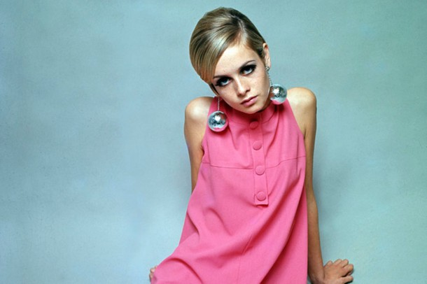 Fashion model Twiggy poses wearing a pink dress in 1966 610x406 Päť mýtov o modelingu