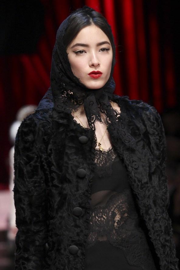 00280h 592x888 Dolce & Gabbana: Oslava materstva