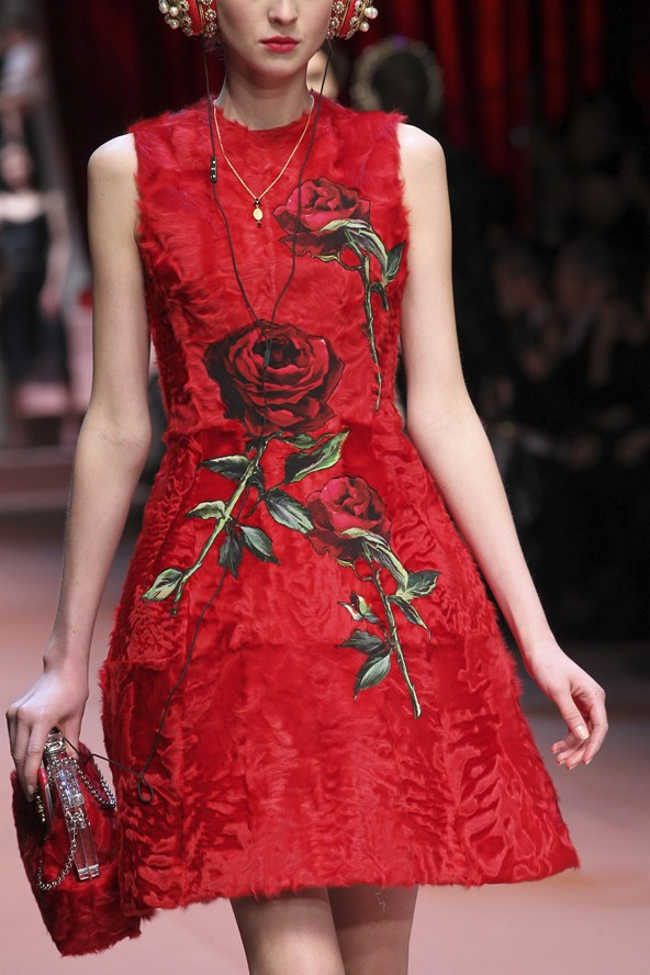 00380h 592x888 Dolce & Gabbana: Oslava materstva