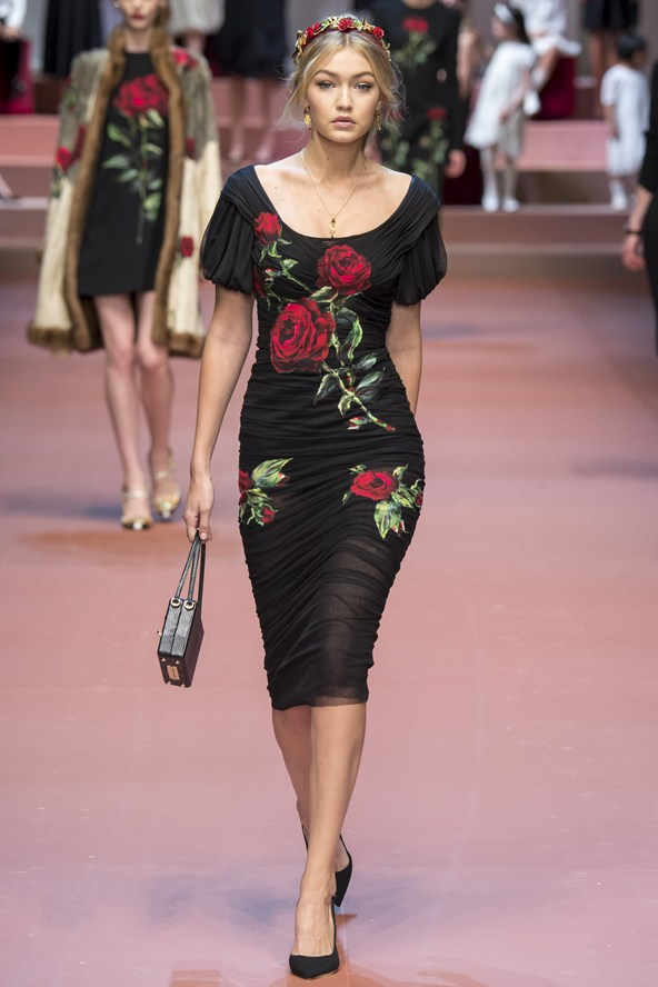 00710h 592x888 Dolce & Gabbana: Oslava materstva