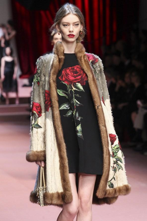 01320h 592x888 Dolce & Gabbana: Oslava materstva