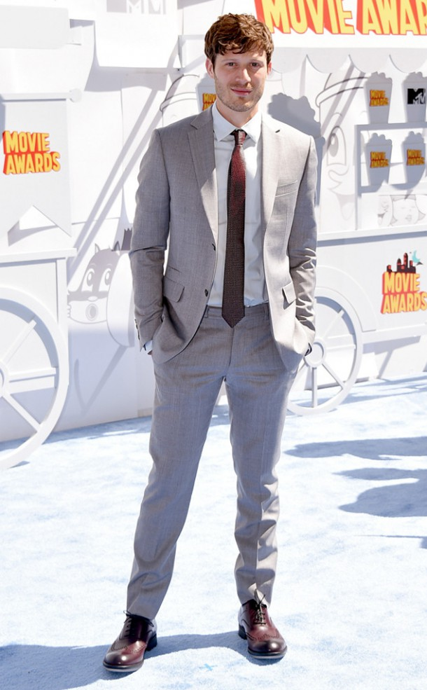 Zach Gilford MTV Movie Awards.MS .041215 610x985 Hviezdy na MTV Movie Awards