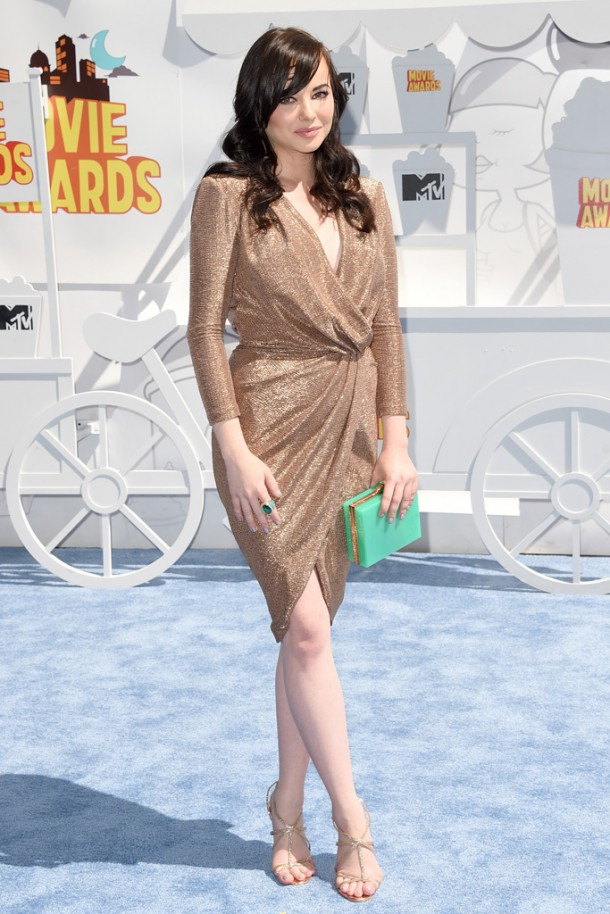 ashley rickards 610x914 Hviezdy na MTV Movie Awards
