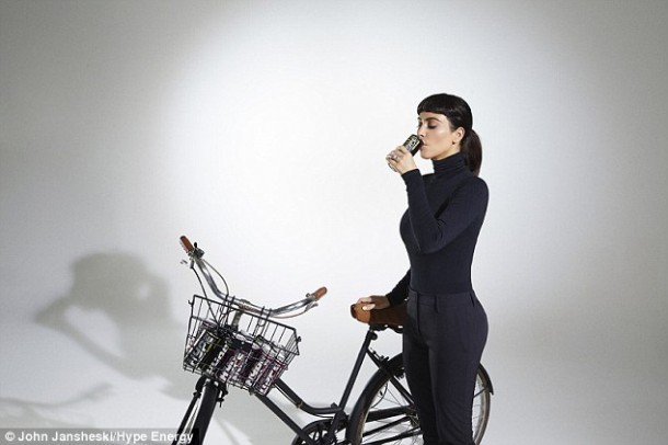 2ACC8B6300000578 0 image a 97 1437735145322 610x406 Kim Kardashian opäť pózovala