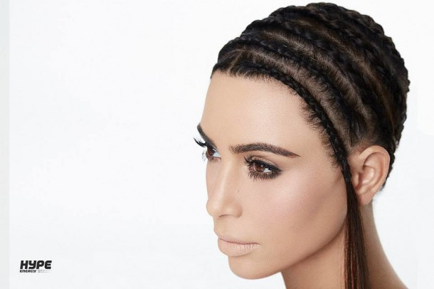 Kim Kardashian Hair Hype Energy Drink Ads 610x406 Kim Kardashian opäť pózovala