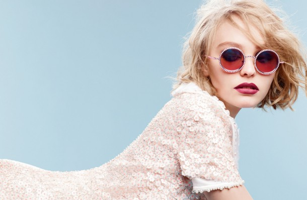 MTMxNjE1MzMwMjc0NDI4OTM4 610x398 Lily Rose Depp je novou tvárou značky Chanel