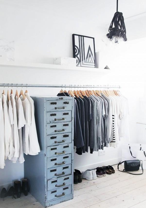 11 closet ideas for the minimalist girl 1578344.600x0c 10 tipov ako si zariadiť šatník v minimalistickom štýle