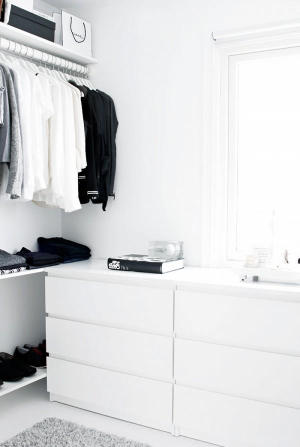 11 closet ideas for the minimalist girl 1578347.600x0c 10 tipov ako si zariadiť šatník v minimalistickom štýle
