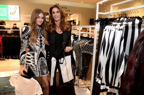 Celebrities Shopping Balmain x HM Collaboration 610x406 BALMAIN X H&M: módne šialenstvo