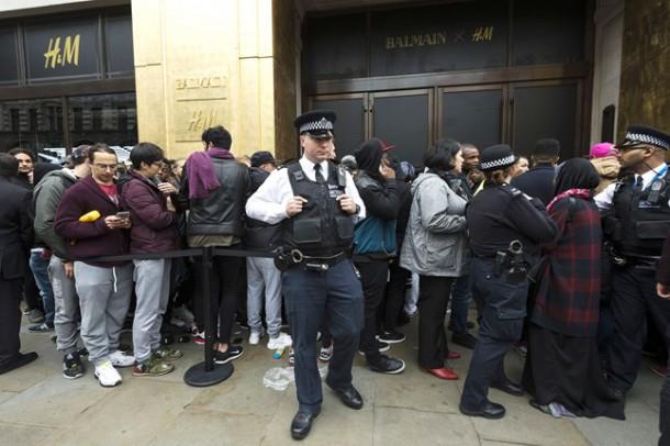 balmain madness london 2 6nov15 rex b 646x430 610x406 BALMAIN X H&M: módne šialenstvo