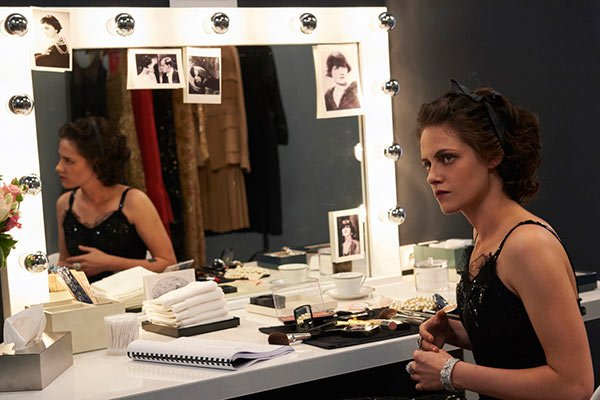 kristen stweart plays coco chanel ftr Kristen Stewart ako Coco Chanel
