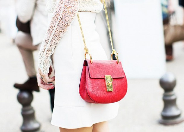 the biggest standout accessory of 2015 1521928.640x0c Copy 610x438 Ikonická kabelka roka: Chloé Drew bag