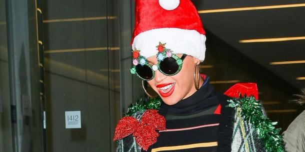 landscape 1450186392 elle beyonce christmas outfit 01 splash 610x305 Módny (s)hit: Ako nenosiť vianočné svetre