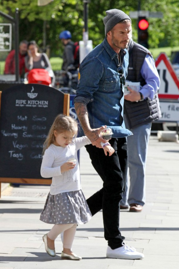 Harper and David Beckham 610x915 Fashionistka Harper Beckham