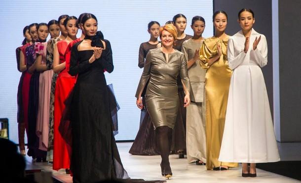 12593464 1012498155455173 1586155329354892748 o 1050x641 610x372 Košická módna návrhárka Ida Sandor na Harbin Fashion Weeku
