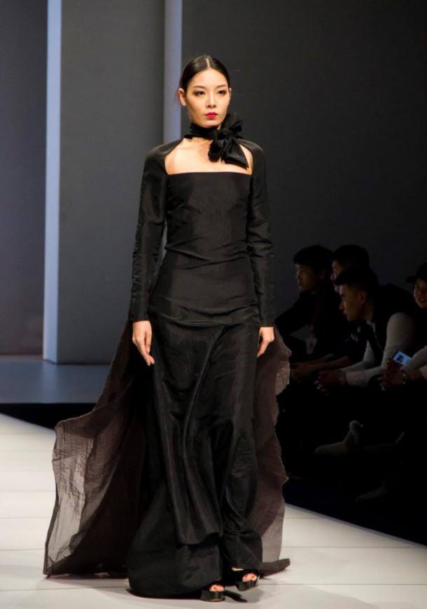 12622530 1012497138788608 5946580726009558353 o 717x1024 610x871 Košická módna návrhárka Ida Sandor na Harbin Fashion Weeku