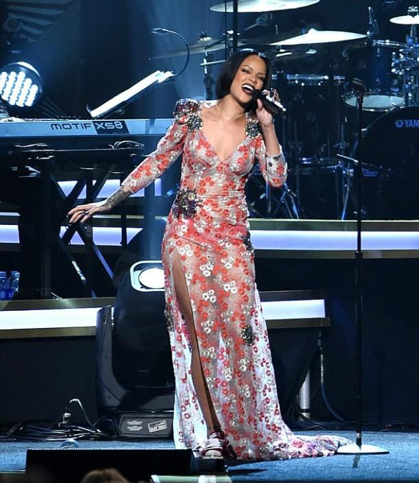 313050FF00000578 3446364 image m 216 1455438273726 610x704 Módny (s)hit: Rihanna a Katy Perry