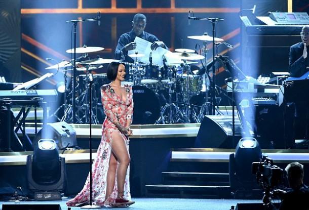 3130532E00000578 3446364 image m 110 1455435656951 610x415 Módny (s)hit: Rihanna a Katy Perry